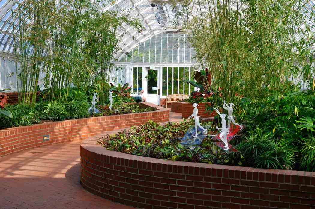 Life in the Gardens: Fräbel Glass at Phipps